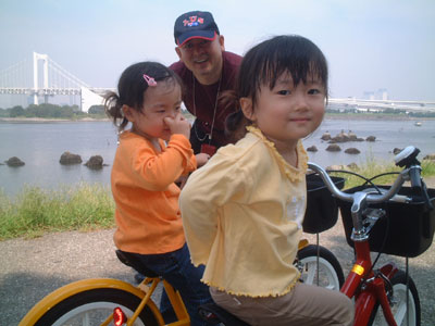 05-0919_momo_nono_with_dadd.jpg