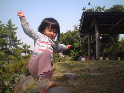 06-0401_Nodoka_playing.jpg